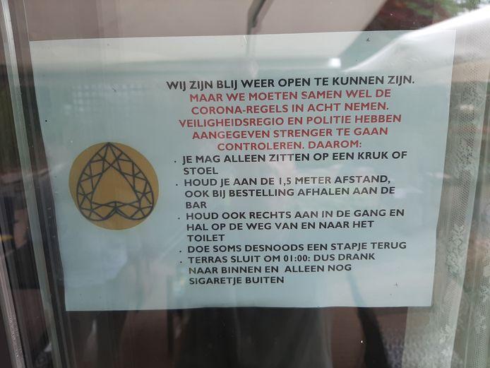 Briefje op de deur van De Linde.