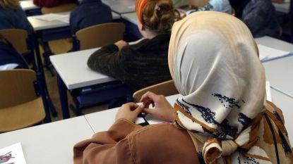 Hoofddoekensaga duikt weer op: N-VA wil verbod op levensbeschouwlijke kentekens in Gentse stadsscholen, meerderheid niet op één lijn