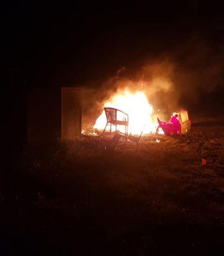 Jeugd steekt vlak naast gasfles terrasmeubilair van beachclub in Biddinghuizen in de brand: 'Levensgevaarlijk'