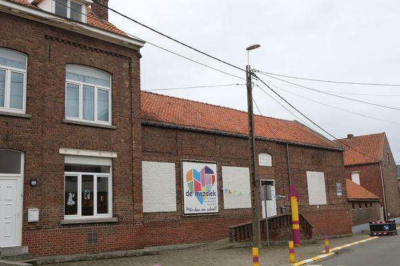 De vrije basisschool waar Michel D.B. voor de eerste kleuterklas stond. Hij is er momenteel preventief geschorst.