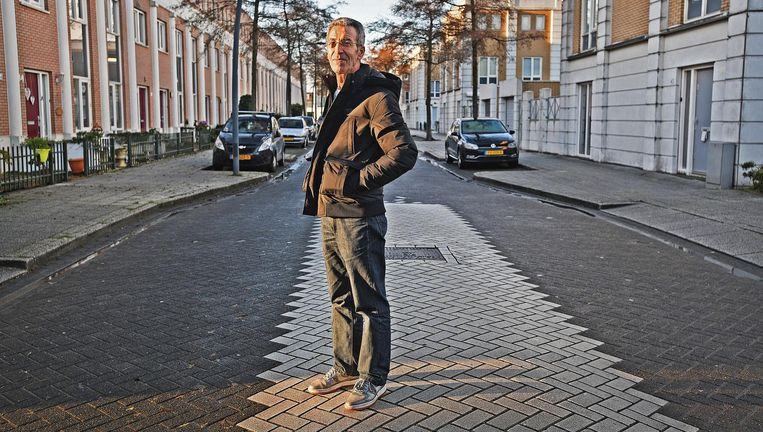 Houssein, wiens ex-vrouw, zoon en dochter naar Syrië vertrokken, wil om veiligheidsredenen niet met zijn familienaam in de krant. 'Ik ben sinds de dood van Ilyas alleen maar aan het overleven.' Beeld Guus Dubbelman / de Volkskrant