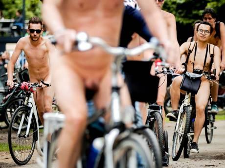 Nudisten vechten voor naaktplek tussen spoor en Dordtse Hout