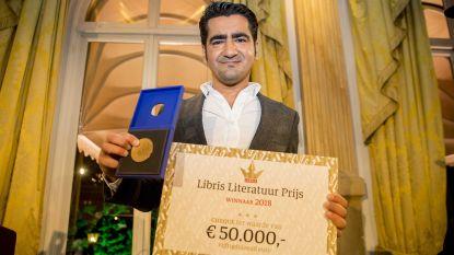 Murat Isik wint Libris Literatuur Prijs met zijn roman 'Wees Onzichtbaar'