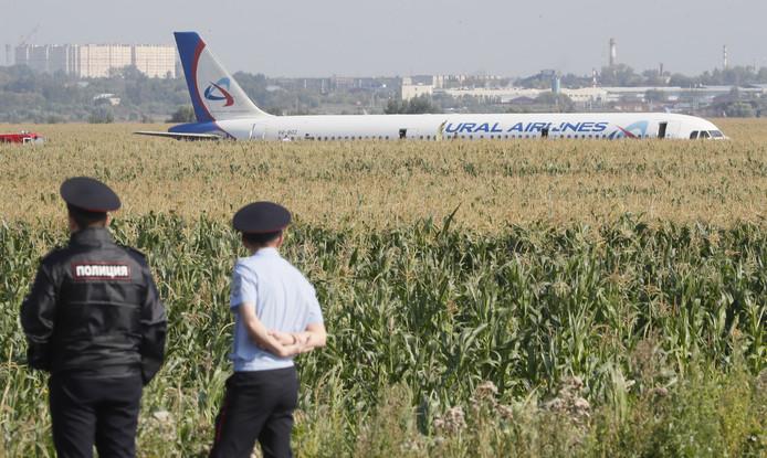 Het vliegtuig kwam in aanraking met een zwerm vogels.