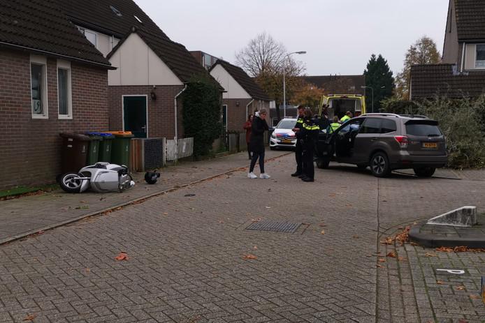 De situatie kort na de aanrijding in de Edese wijk Maandereng.