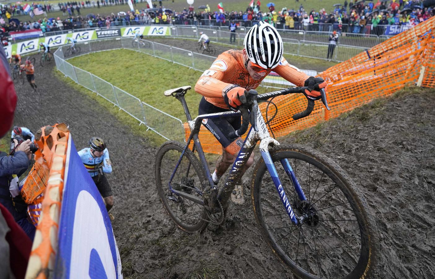 Op Mathieu van der Poel stond afgelopen zondag op het WK veldrijden in Dübendorf weer eens geen maat.
