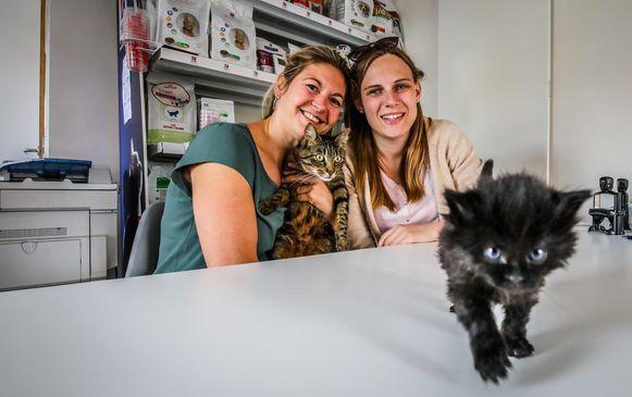 Raisa Verstegen (r) en haar medewerkster Annelies Jansen.