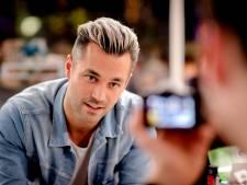 Jan Kooijman voelt BN'ers aan de tand over seks en daten