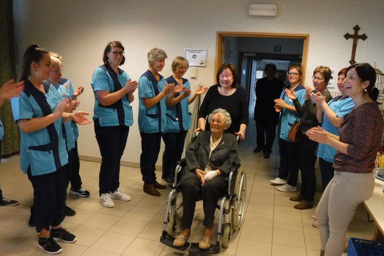 Medewerkers vieren 102de verjaardag van bewoner Maria!