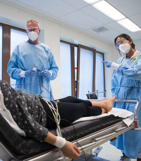 Hectiek en drukte in Maasstad Ziekenhuis: ambulances staan soms in een file te wachten