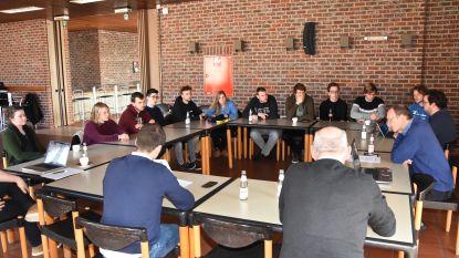 """Schepencollege gaat in dialoog met jongeren over duurzaamheidsbeleid in de gemeente: """"De mentaliteitswijziging is essentieel"""""""