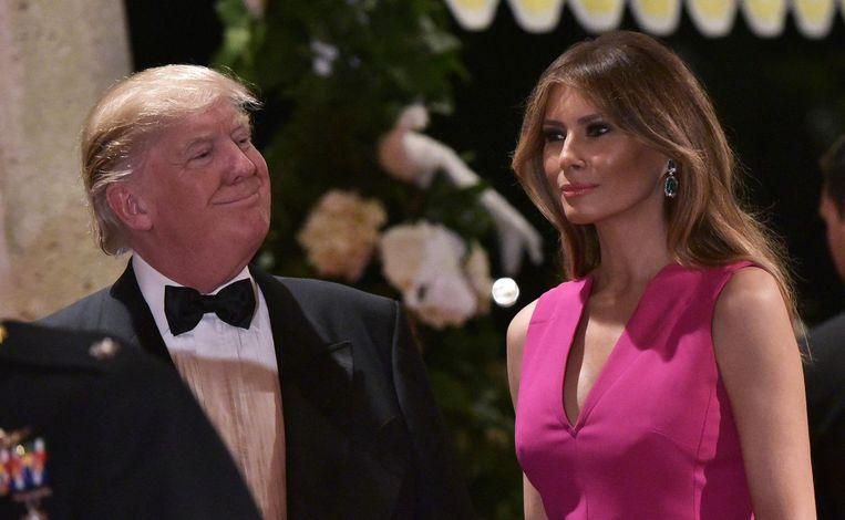 Trump bezocht, samen met First Lady Melania, tijdens een van zijn weekendjes in Florida een Rode Kruis-gala in Mar-a-Lago dat werd georganiseerd om geld op te halen voor kankerbestrijding. Beeld AFP