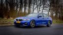 De BMW 330i blinkt uit dankzij voorbeeldig stuur- en weggedrag, maar de zitruimte op de achterbank valt tegen.