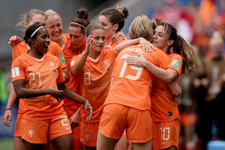 Oranje viert de overwinning op Nieuw-Zeeland door het doelpunt van Jill Roord in blessuretijd. Beeld BSR Agency