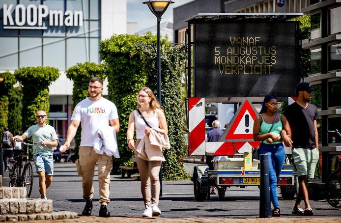 Mondkapjes zijn vanaf morgen verplicht in het centrum van Rotterdam.