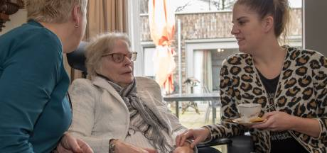 Beveiligster Claudia (33) uit Ermelo switcht naar de ouderenzorg, met dank aan oma