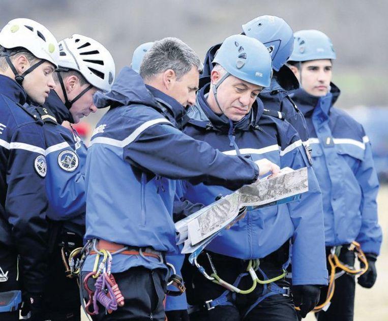 Reddingswerkers worden geïnstrueerd. Beeld epa