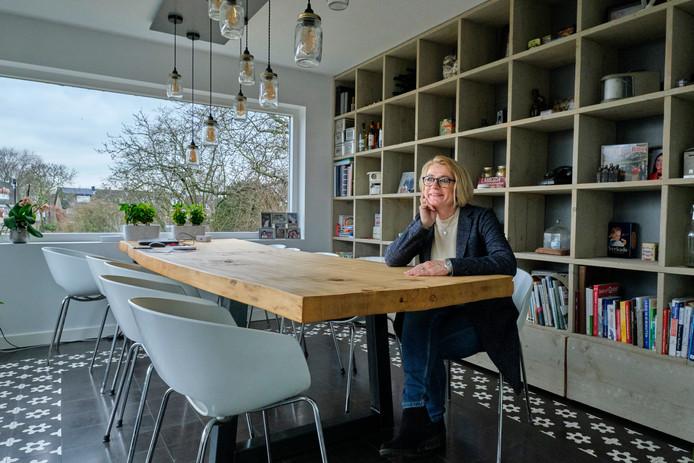 Het huis van Carla staat op de perfecte plek. ,,We wonen vrij en zitten toch in de buurt van alle voorzieningen die Papendrecht te bieden heeft.''