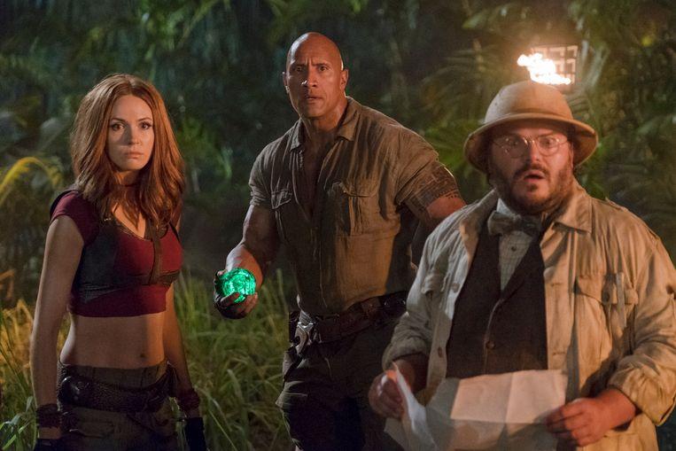 Dwayne Johnson met Karen Gillan en Jack Black. Straks te zien in 'Jumanji: Welcome to the Jungle.'