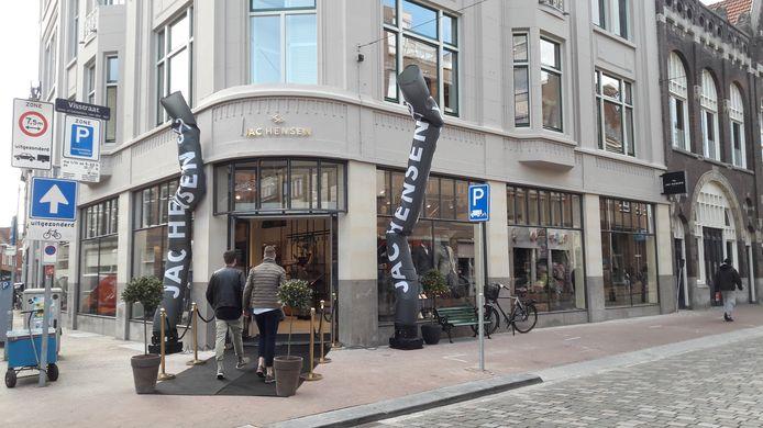 Ook het gerenoveerde pand van Jac Hensen, op de hoek van de Visstraat en Lange Breestraat, maakt kans op de Dordtse Puienprijs.