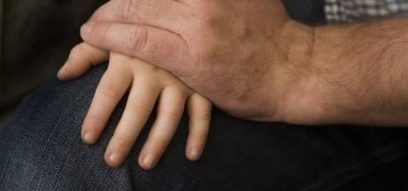 Tielenaar (52) cel in voor ontucht met drie meisjes (4 en 5) die bij zijn zoontje kwamen spelen