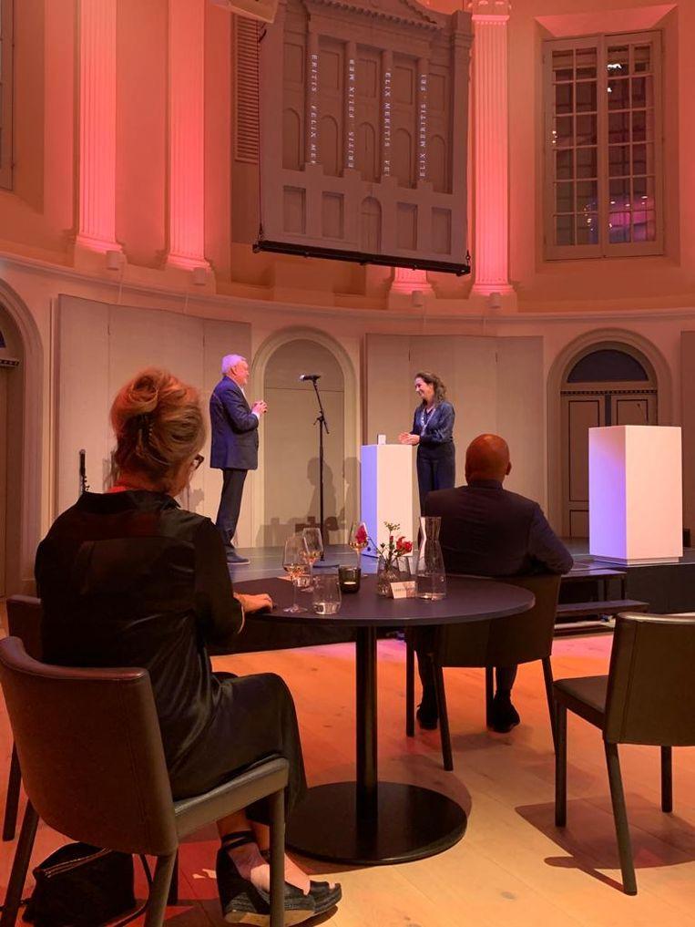 Mulder kreeg de prijs bij de heropening van cultuurhuis Felix Meritis.  Beeld Het Parool