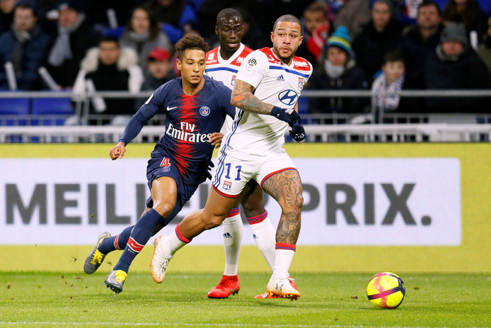 Memphis Depay in actie tegen Paris Saint-Germain.