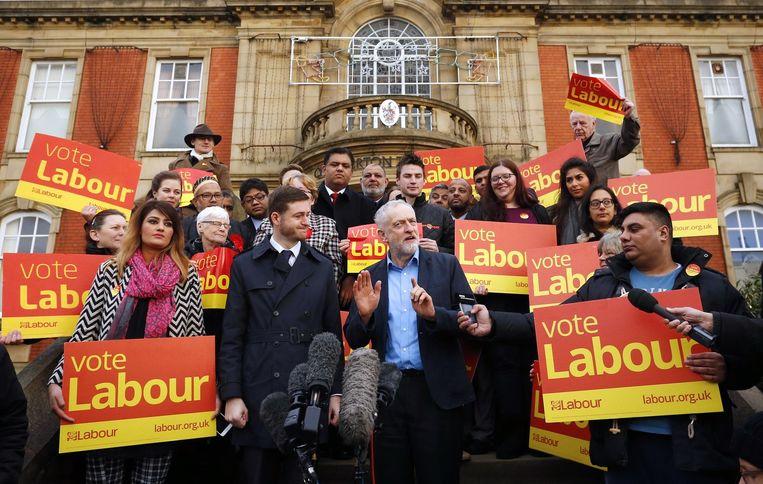 Corbyn staat de pers te woord Beeld afp
