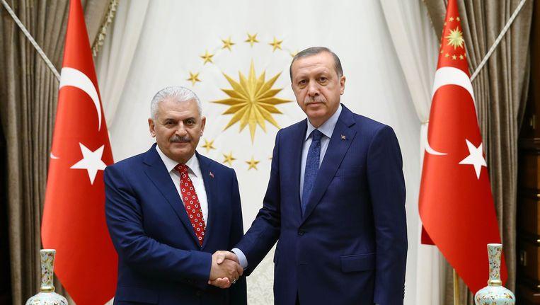 President Erdogan geeft de regering van Binali Yildirim de zegen.