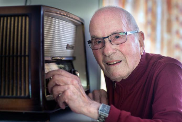 Bob van Huët sr., dj en voormalig conciërge.