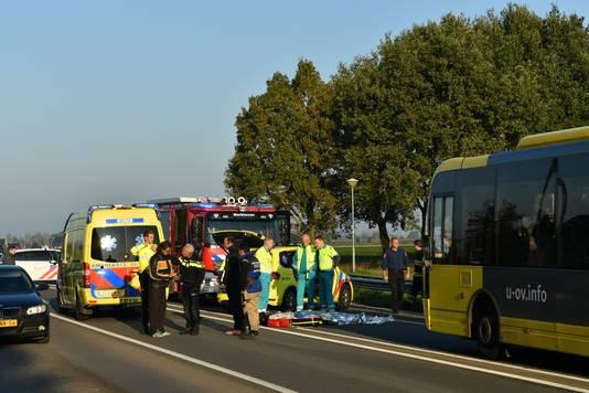 Bij een ongeval in Werkhoven is een voetganger overleden.