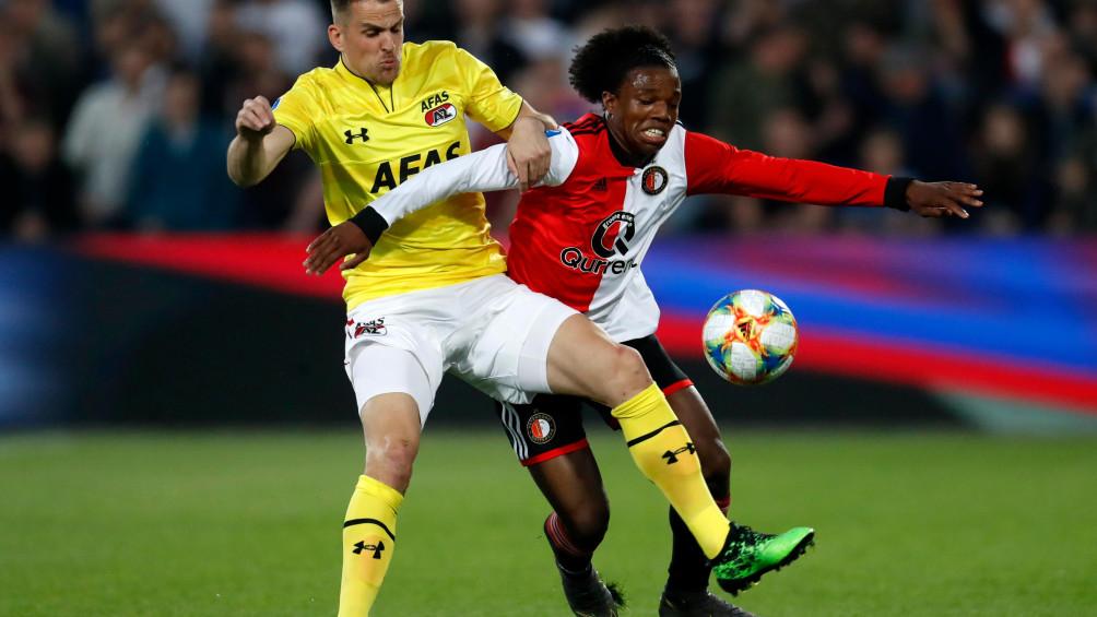 LIVE | Feyenoord wil meer na heerlijke gelijkmaker Malacia