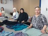 TwenteMilieu hangt tijdelijk slot op textielcontainers in Almelo: 'Laat kleding nog even in de kast'