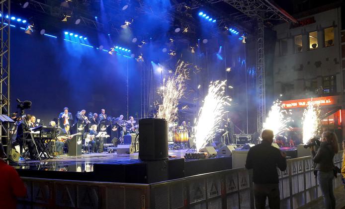 Valley Sound Big Band opende de feestweek voor Roosendaal 750 jaar op de Markt. Foto henk den ridder