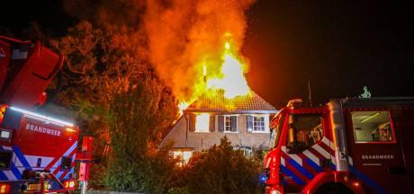 Bewoners uitgebrande villa Hummelo voorlopig niet terug naar huis