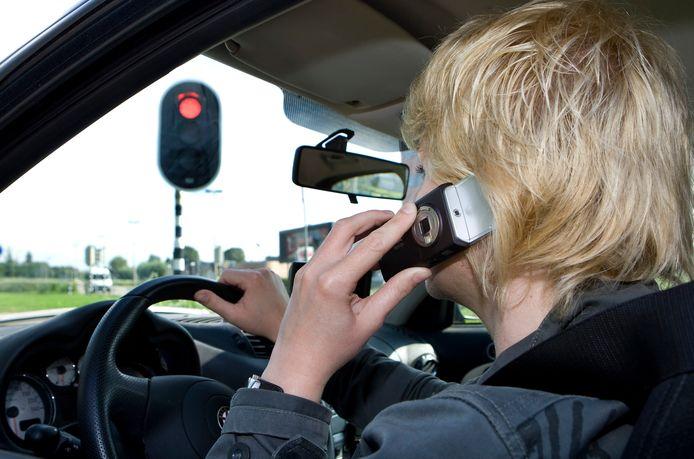 Elf bestuurders werden betrapt op niet handsfree bellen. Foto ter illustratie.