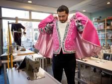 Prinsenpakken uit Syrische handen, maar wanneer is dat carnaval ook alweer: 'April, mei...?'