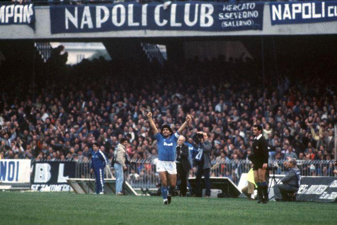 Maradona, hier in actie voor Napoli in 1985.