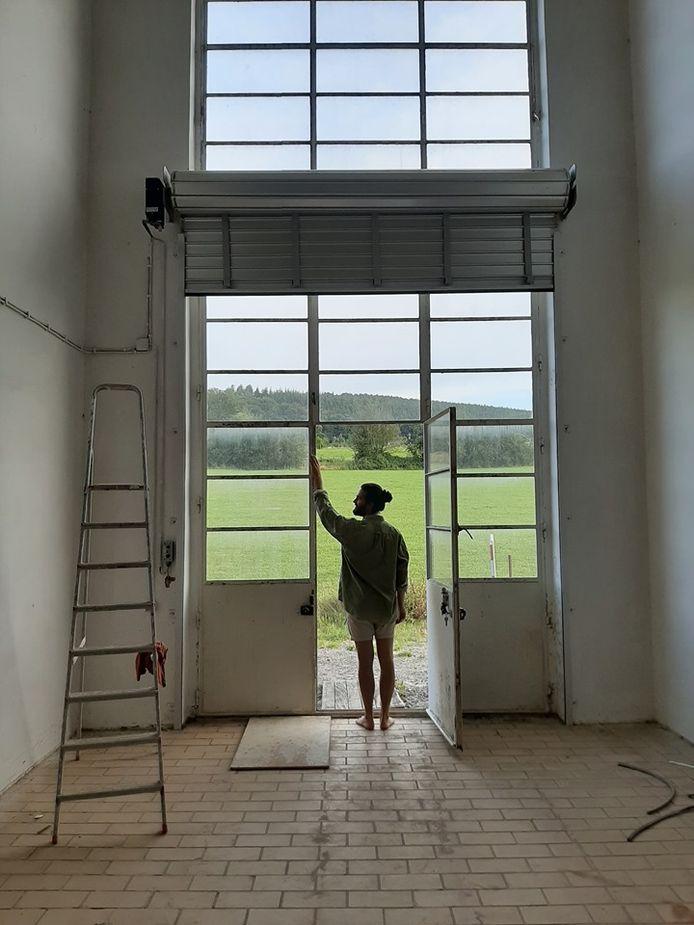 Pierre Hennen dans son futur atelier.
