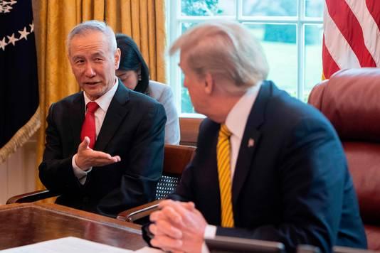 De Chinees Liu He (links) in een eerder gesprek met Donald Trump.