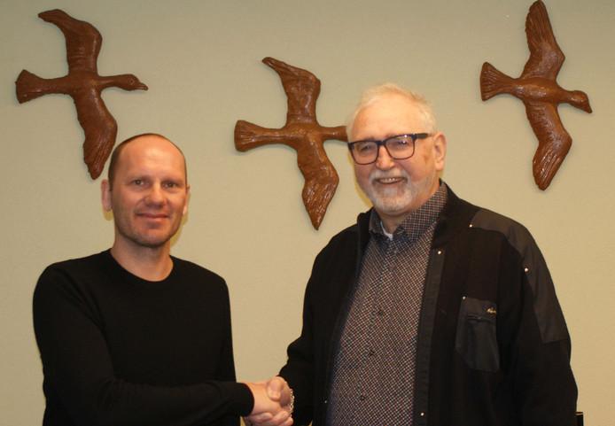 Erwin Koen (links) en voorzitter Theo Janssen van Trekvogels.
