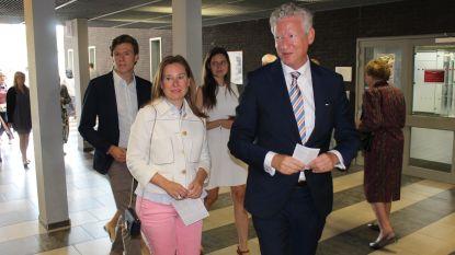 Minister Pieter De Crem (CD&V) gaat stemmen met heel het gezin