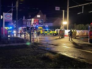 Auto botst met trein in Herne: drie inzittenden overleven klap niet
