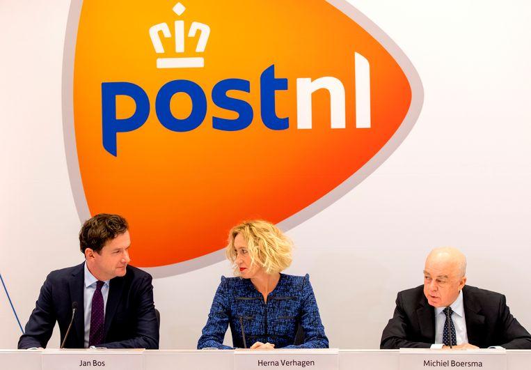 Herna Verhagen, de hoogste baas van PostNL, tijdens een persconferentie. Beeld ANP