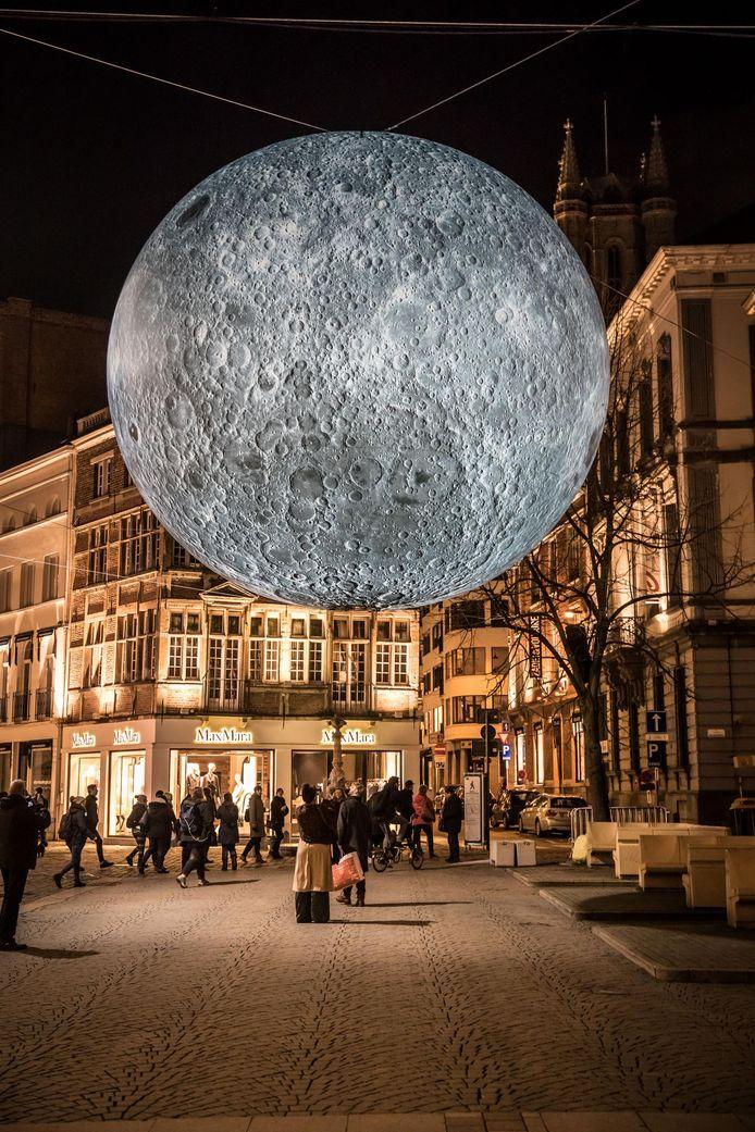 KALANDEBERG: de maan heeft een diameter van zeven meter.
