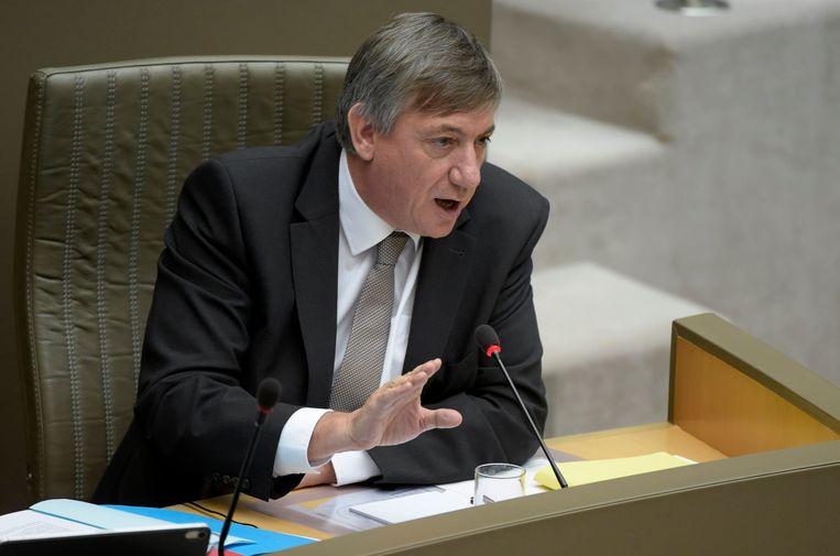 """Vlaams minister-president Jan Jambon (N-VA) engageert zich dat """"niemand tussen de twee systemen zal vallen of van de twee systemen zal profiteren"""". Met andere woorden, niemand zal én niet van de woonbonus genieten, én niet van de verlaagde registratierechten."""