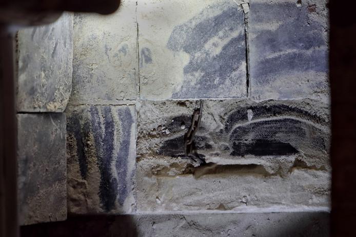 Ingemetseld boek gevonden in het Markiezenhof