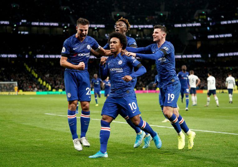 Chelsea aanvaller Willian viert zijn tweede doelpunt tegen Tottenham Hotspur.  Beeld BSR Agency