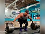 Deze bodybuilder doet een 'deadlift' zonder de bar aan te raken