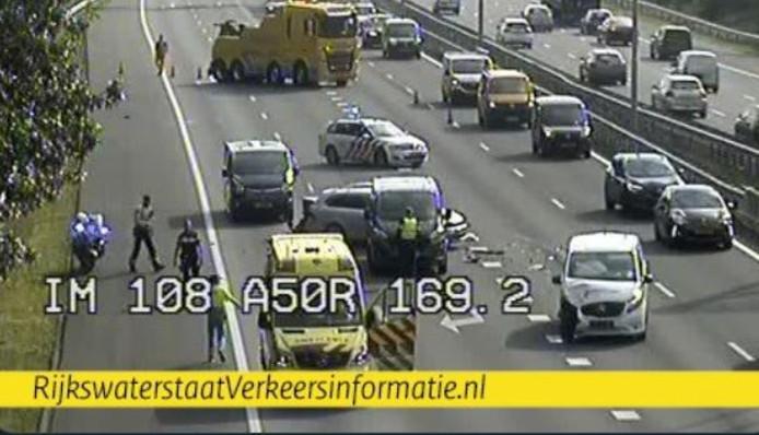 De situatie op de A50 bij Renkum op camerabeeld van Rijkswaterstaat.